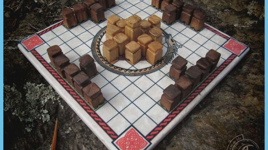 Hnefatafl Chess Set - Wood Carved